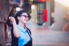 Женщины Азии в нерабочем дне ослабляют на городе Стоковые Изображения RF