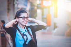 Женщины Азии в нерабочем дне ослабляют на городе Стоковое Изображение