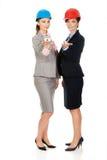 2 женщины архитекторов с моделью дома Стоковая Фотография RF