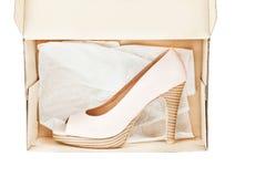 женщины ботинок пятки способа коробки высокие сексуальные Стоковая Фотография