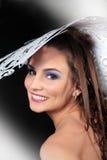женщины бумаги шлема smilling белые молодые стоковое фото rf