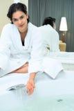 женщины ванной комнаты Стоковая Фотография
