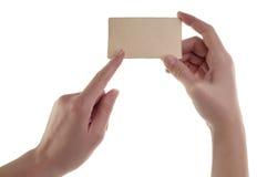 Женщины вручают держать пустую карточку Стоковая Фотография RF