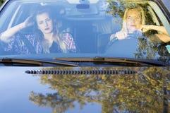 2 женщины в автомобиле Стоковые Изображения