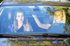 2 женщины в автомобиле Стоковая Фотография