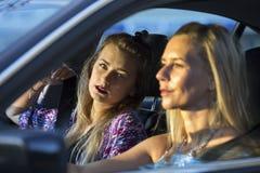 2 женщины в автомобиле Стоковая Фотография RF
