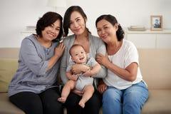 Женщины в азиатской семье стоковая фотография