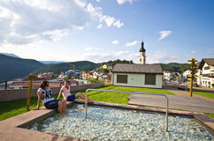 Женщины в бассейне kneipp Castelrotto Стоковое Фото