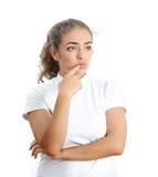 Женщины в белых одеждах головная боль Стоковые Изображения RF
