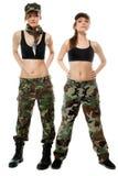 2 женщины в воинских одеждах, девушки армии Стоковые Изображения