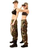 2 женщины в воинских одеждах с девушками армии биноклей Стоковая Фотография RF
