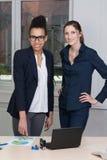 2 женщины в встрече Стоковые Изображения RF