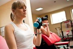 Женщины в гимнастике стоковые изображения rf