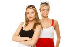 2 женщины в лете одевают портрет солнечных очков Стоковые Изображения RF