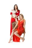 2 женщины в длинном красном платье Стоковое Фото