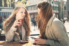 2 женщины в кафе Стоковое Фото