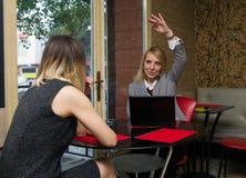 Женщины в кафе Стоковое Фото