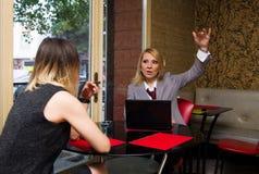 Женщины в кафе Стоковые Изображения
