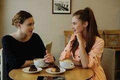 Женщины в кафе Стоковая Фотография RF