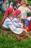 Женщины в национальных русских костюмах Стоковые Фотографии RF