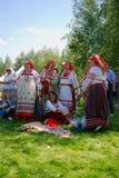 Женщины в национальных костюмах в парке Tsaristyno Стоковые Фото
