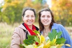 Женщины в парке осени Стоковое фото RF