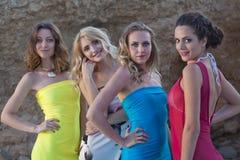 4 женщины в платьях лета Стоковые Изображения
