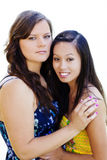 2 женщины в платьях Outdoors азиатские американском и кавказский Стоковые Изображения RF