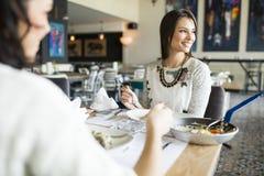 Женщины в ресторане Стоковые Фотографии RF