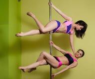 2 женщины в студии танца поляка Стоковое фото RF