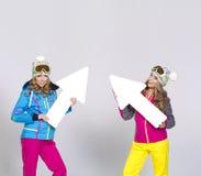 2 женщины в теплых одеждах Стоковые Фотографии RF