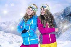 2 женщины в теплых одеждах Стоковое фото RF
