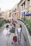3 женщины в торговом центре Стоковые Изображения RF
