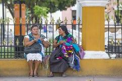 Женщины в традиционной одежде делая ремесленничество Стоковая Фотография RF