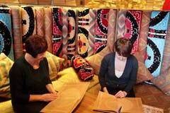 2 женщины в узбекском ресторане Стоковые Изображения