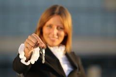 Женщины дела с ключами Стоковые Изображения