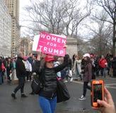 Женщины для козыря, ` s NYC -го марта женщин, NY, США Стоковые Фотографии RF