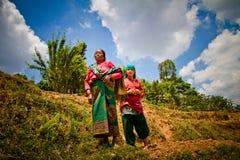 2 женщины деревни Chhaimale, 29km Nepalise к югу от Катманду, Непал Стоковое Фото
