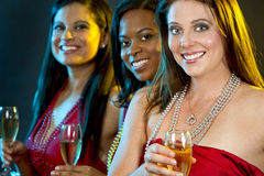 Женщины держа стекла шампанского Стоковая Фотография