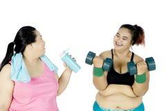 Женщины делая тренировку с штангой Стоковое фото RF