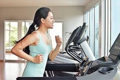 Женщины делая cardio тренировки Стоковая Фотография RF