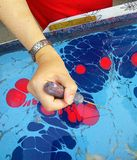 Женщины делая ebru Стоковая Фотография RF