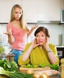 2 женщины деля плохую новость Стоковая Фотография