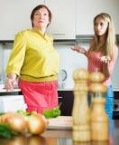 2 женщины деля плохую новость Стоковые Фото