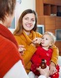 2 женщины заботя для малыша Стоковые Фотографии RF