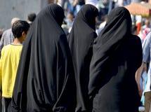 Женщины завуалированные мусульманами Стоковые Фото
