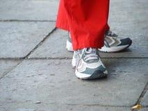 женщины идущих ботинок Стоковая Фотография