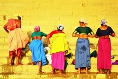 Женщины изменяют их одежды Стоковое фото RF