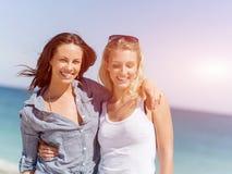 Женщины изображения на пляже стоковое фото