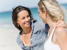 Женщины изображения на пляже стоковые фотографии rf